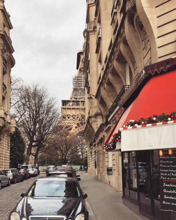 Novos-angulos-torre-eiffel-rue-de-buenos-aires-paris-30jursaparis