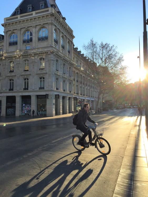 Ciclista na Place de la République