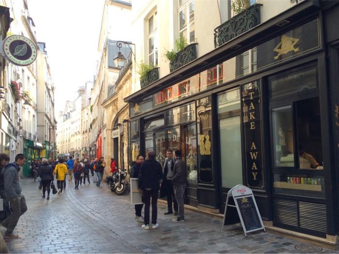 Rue des Rosiers, uma das ruas mais movimentadas do Marais.